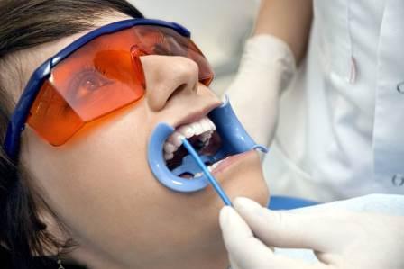 Как и для чего проводят фторирование зубов?