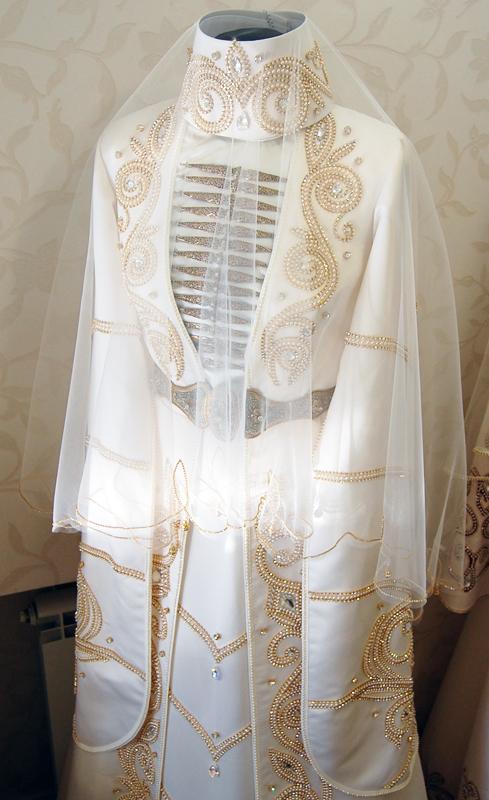 Обратившись к нам, вы получите свадебное платье наивысшего качества. Богатая отделка, качественные материалы, идеальный вкус портних дают великолепный